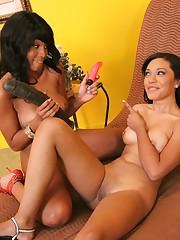 Sexy Ebony Lesbians Licking Pussy