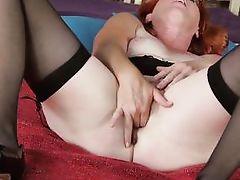 seasoned redhead expands her legs wide